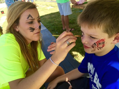 Hadley Chillura puts her incredible artistic skills to the test by painting the Florida State Seminole on a little boy's cheek!