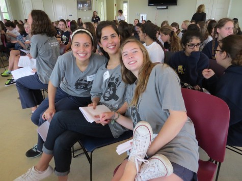 Senior leaders Isabella Alfonso, Maddie Bales, and Caroline Lamoutte before the big speeches.
