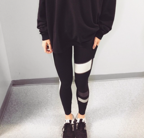Senior, Avery Stanechewski, spices up her simple, yet comfortable outfit with some fun leggings. The design adds a pop to the outfit for sure!
